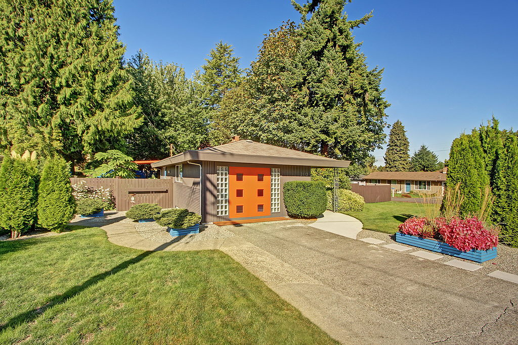 Mid century modern style home for sale in seattle area for New home builders in seattle area