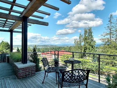 Seattle homes for sale with beautiful gardens in Greenlake, Capitol Hill, Ballard