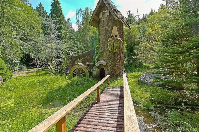 Stump house. unusual homes in seattle area