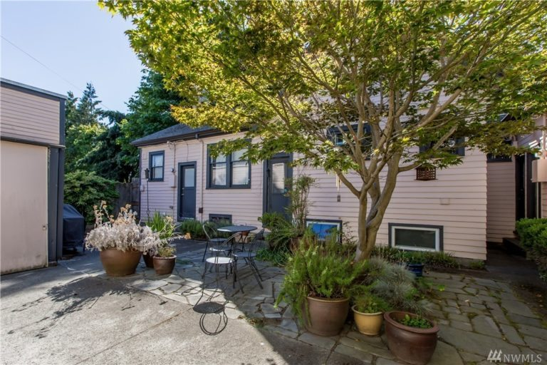 charming-patio-amazing-condo-for-sale-in-seattle-in-the-central-district