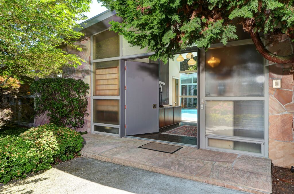 Modern central atrium pool house in bellevue seattle for Modern architecture homes for sale