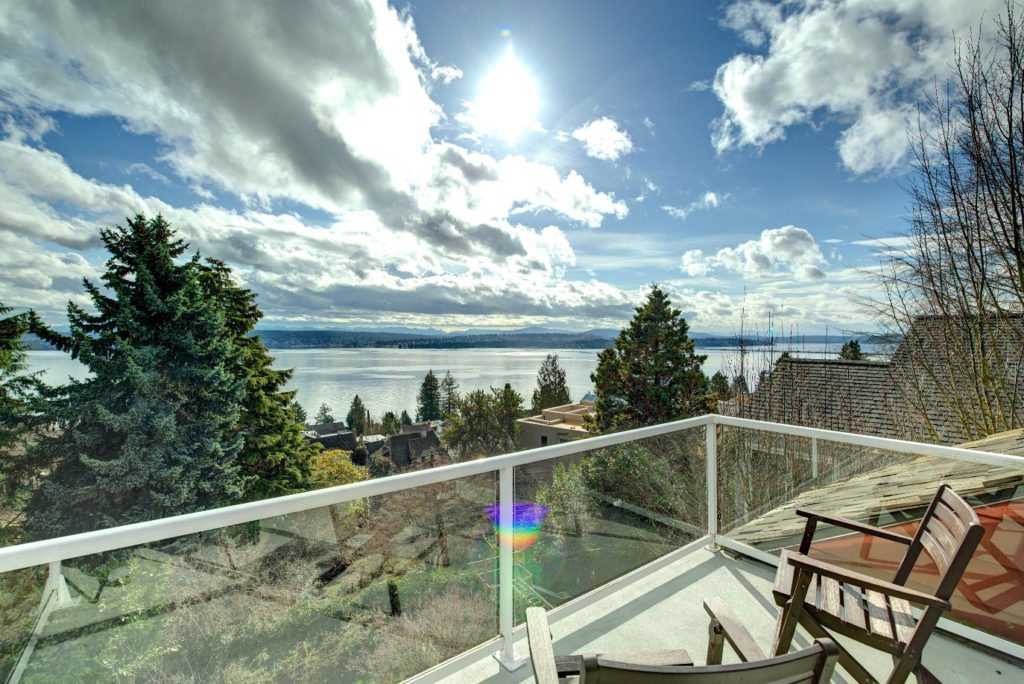 VIews of Lake Washington from this treetop aerie
