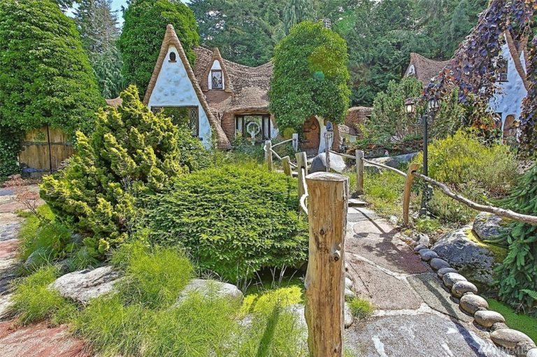 Fairy tale house.cottage entry seattle king county